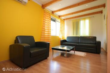 Gradina, Living room in the house, dostupna klima.