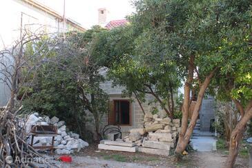 Kaštel Novi, Kaštela, Объект 7554 - Дом для отдыха вблизи моря с галечным пляжем.