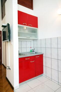 Rogoznica, Kuchnia w zakwaterowaniu typu studio-apartment, dostupna klima i WIFI.