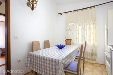 Rogoznica, Blagovaonica u smještaju tipa apartment, kućni ljubimci dozvoljeni i WiFi.