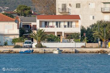 Rogoznica, Rogoznica, Objekt 7558 - Apartmani blizu mora sa šljunčanom plažom.