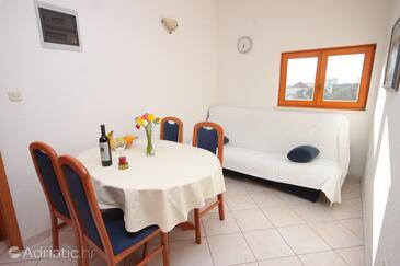 Seget Vranjica, Jídelna v ubytování typu apartment, domácí mazlíčci povoleni a WiFi.