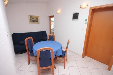 Seget Vranjica, Jídelna v ubytování typu apartment, dopusteni kucni ljubimci i WIFI.
