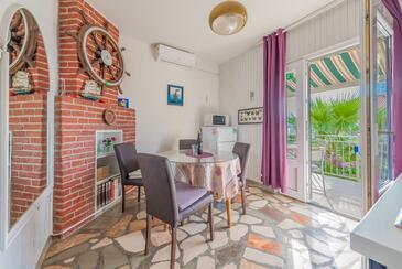 Bušinci, Blagovaonica u smještaju tipa apartment, dostupna klima, kućni ljubimci dozvoljeni i WiFi.