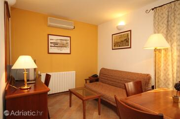Trogir, Living room in the apartment, dostupna klima i WIFI.