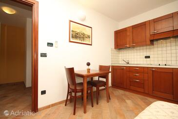 Trogir, Dining room in the studio-apartment, WIFI.