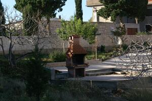 Apartments and rooms with parking space Sumartin (Brač) - 757