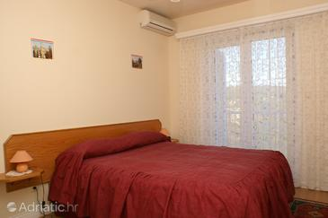 Sumartin, Bedroom in the room, dostupna klima i WIFI.