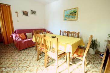 Pisak, Dining room in the apartment, dopusteni kucni ljubimci i WIFI.