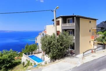 Borak, Omiš, Property 7571 - Apartments with sandy beach.