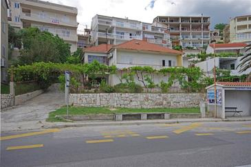 Dugi Rat, Omiš, Property 7575 - Apartments near sea with pebble beach.