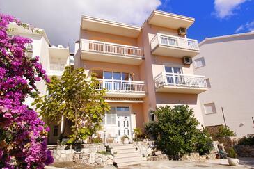 Duće, Omiš, Property 7576 - Apartments near sea with sandy beach.
