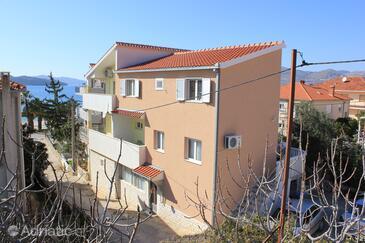 Okrug Gornji, Čiovo, Property 7581 - Apartments near sea with pebble beach.