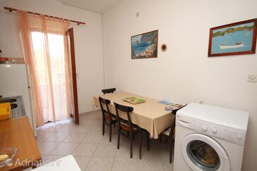 Slatine, Dining room in the apartment, dopusteni kucni ljubimci i WIFI.