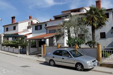 Štinjan, Pula, Property 7603 - Apartments with pebble beach.