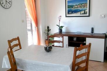 Presika, Dining room in the apartment, dopusteni kucni ljubimci i WIFI.