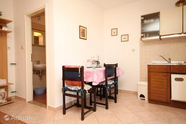 Presika, Dining room in the studio-apartment, dopusteni kucni ljubimci i WIFI.