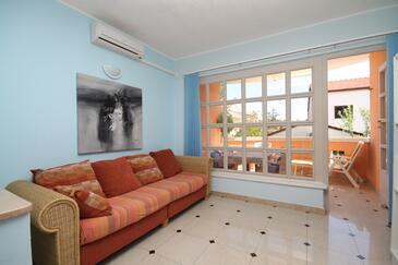 Medulin, Obývacia izba v ubytovacej jednotke apartment, dostupna klima i WIFI.