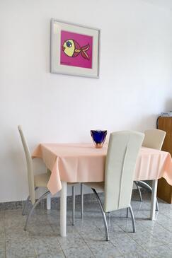 Rabac, Jídelna v ubytování typu apartment, s klimatizací, domácí mazlíčci povoleni a WiFi.
