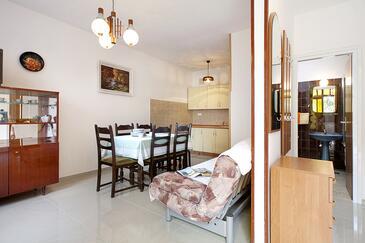 Rabac, Jedáleň v ubytovacej jednotke apartment, dostupna klima i WIFI.