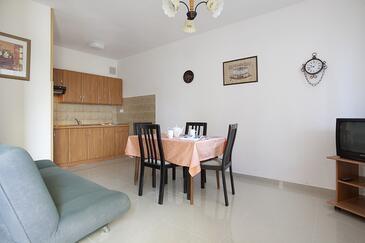 Rabac, Jídelna v ubytování typu apartment, s klimatizací a WiFi.