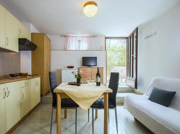 Rabac, Dining room in the studio-apartment, air condition available and WiFi.