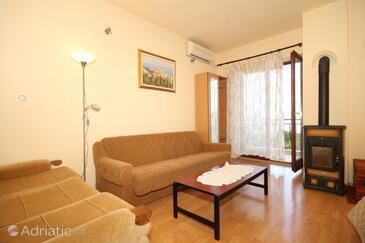 Mošćenice, Living room in the apartment, dostupna klima, dopusteni kucni ljubimci i WIFI.
