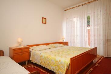 Mošćenička Draga, Bedroom in the room.
