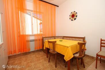 Pula, Dining room in the apartment, dostupna klima, dopusteni kucni ljubimci i WIFI.
