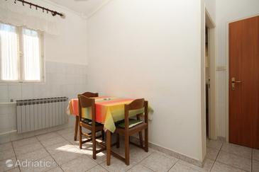 Pula, Dining room in the apartment, air condition available, (pet friendly) and WiFi.