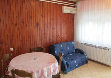 Pula, Esszimmer in folgender Unterkunftsart apartment, Klimaanlage vorhanden, Haustiere erlaubt und WiFi.