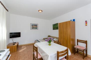Postira, Pokój dzienny w zakwaterowaniu typu apartment, dopusteni kucni ljubimci i WIFI.