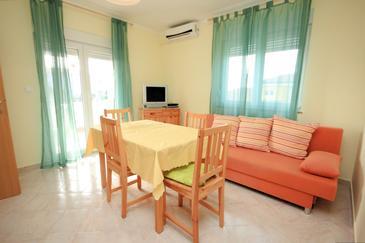 Valbandon, Jadalnia w zakwaterowaniu typu apartment, dostupna klima.