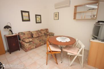 Rovinj, Dining room in the apartment, air condition available, (pet friendly) and WiFi.