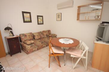Rovinj, Sufragerie în unitate de cazare tip apartment, aer condiționat disponibil, animale de companie sunt acceptate şi WiFi.