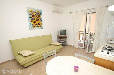 Umag, Obývací pokoj v ubytování typu apartment, dostupna klima, dopusteni kucni ljubimci i WIFI.