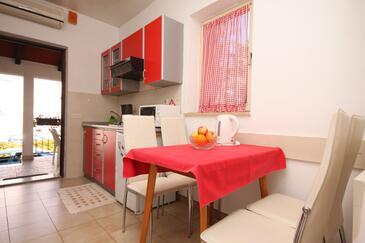 Umag, Salle à manger dans l'hébergement en type apartment, climatisation disponible, animaux acceptés et WiFi.