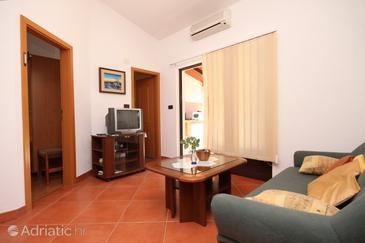 Umag, Living room in the apartment, air condition available, (pet friendly) and WiFi.