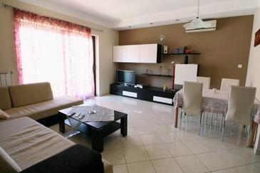 Umag, Pokój dzienny w zakwaterowaniu typu apartment, Dostępna klimatyzacja, zwierzęta domowe są dozwolone i WiFi.
