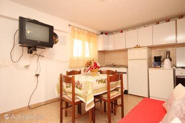 Brseč, Dining room in the apartment, dopusteni kucni ljubimci.