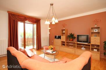 Čepić, Living room in the apartment, dopusteni kucni ljubimci.