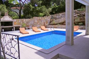 Seaside family friendly house with a swimming pool Puntinak, Brač - 767