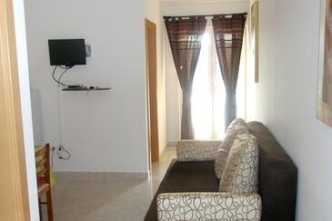 Trget, Dining room in the apartment, dostupna klima, dopusteni kucni ljubimci i WIFI.