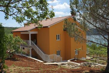 Trget, Raša, Obiekt 7687 - Apartamenty z piaszczystą plażą.