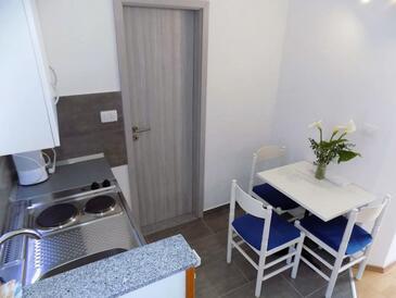 Mošćenice, Dining room in the studio-apartment, dopusteni kucni ljubimci i WIFI.