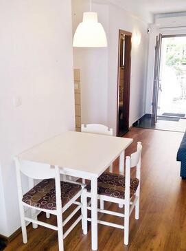 Mošćenice, Jadalnia w zakwaterowaniu typu studio-apartment, zwierzęta domowe są dozwolone i WiFi.