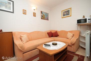 Mošćenička Draga, Living room in the apartment, dostupna klima.