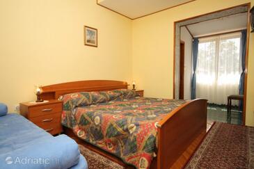 Mošćenička Draga, Bedroom in the room, dostupna klima.