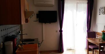 Opatija, Dining room in the studio-apartment, dostupna klima i WIFI.