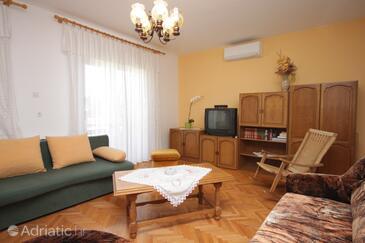 Oprič, Wohnzimmer in folgender Unterkunftsart apartment, Klimaanlage vorhanden, Haustiere erlaubt und WiFi.